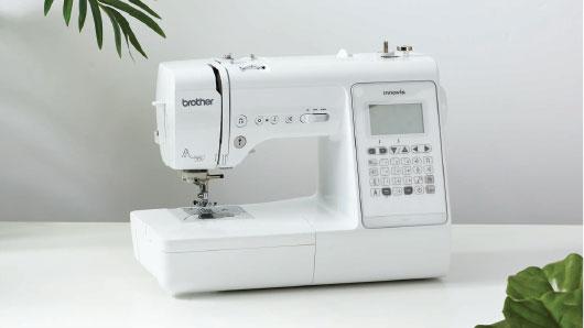 Brother A150 varrógép lefotózva az asztalon