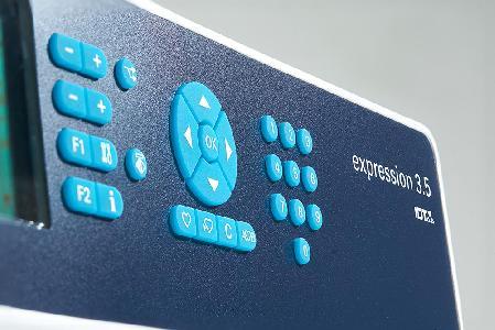 pfaff-expression-3-5-varrogep-gombok.jpg